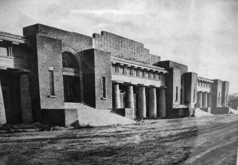 Фасад Западной трибуны стадиона Металлист в 1930 году