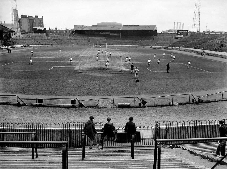 stamford-bridge-in-1957